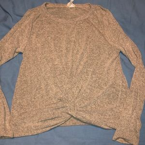 Long sleeve knotted shirt